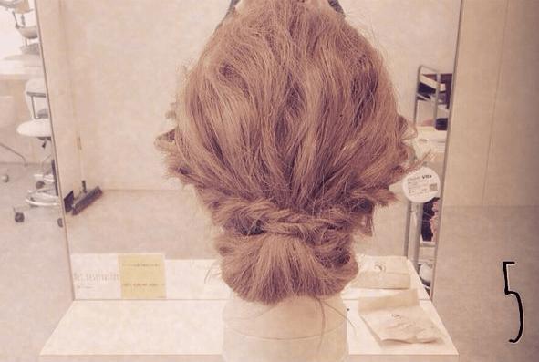 結婚式にピッタリ♪簡単ねじねじまとめ髪☆5