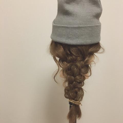 誰でも出来ちゃう帽子によく合う編みおろしアレンジTOP
