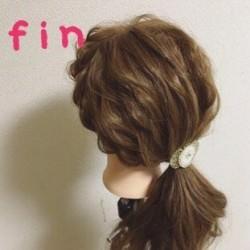 いつものひとつ結びにひと手間☆サイド三つ編みで作る愛されヘアtop