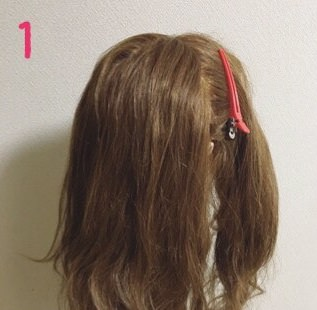 いつものひとつ結びにひと手間☆サイド三つ編みで作る愛されヘア1