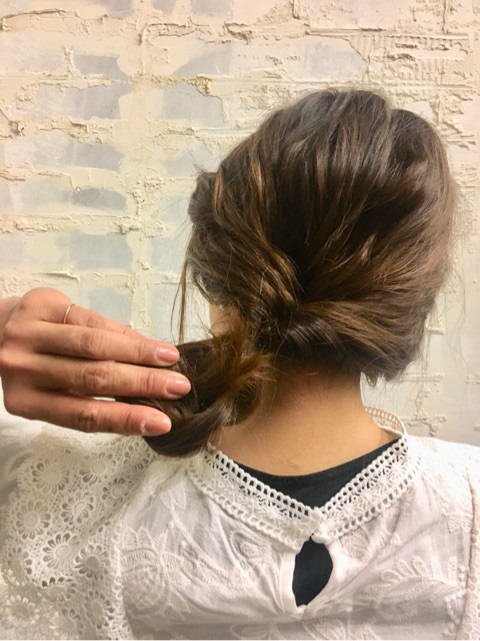 くるりんぱと三つ編みで簡単まとめ髪☆6