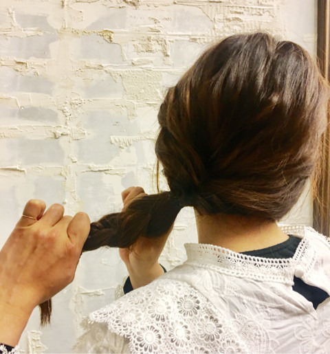 くるりんぱと三つ編みで簡単まとめ髪☆4