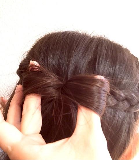 髪で作るリボンが可愛い!編み下ろしアレンジ3