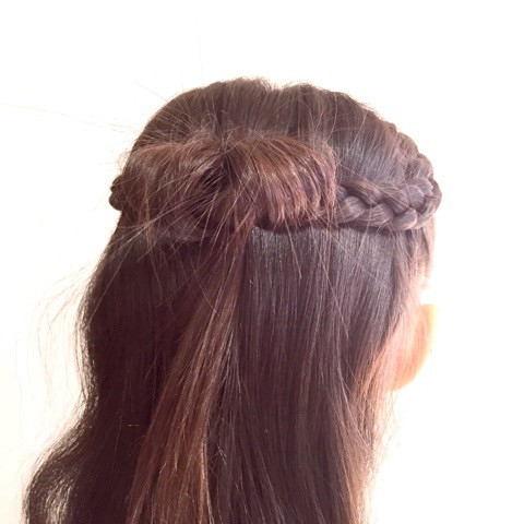 髪で作るリボンが可愛い!編み下ろしアレンジ2