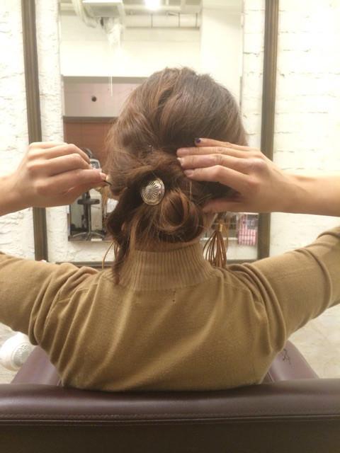 三つ編みをクルクルっと!夏にピッタリのまとめ髪アレンジ4