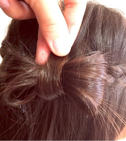 髪で作るリボンが可愛い!編み下ろしアレンジ4