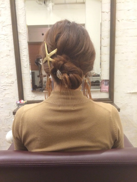 三つ編みをクルクルっと!夏にピッタリのまとめ髪アレンジ6