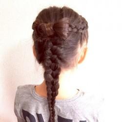髪で作るリボンが可愛い!編み下ろしアレンジTOP