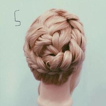 貴族風♡編みまとめ髪5
