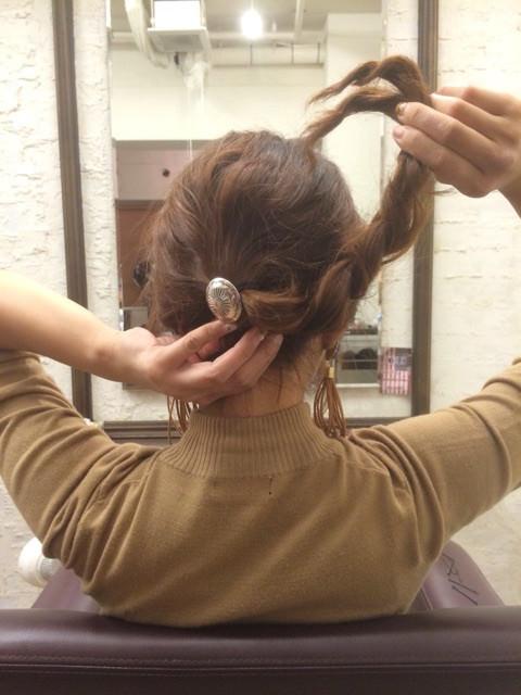 三つ編みをクルクルっと!夏にピッタリのまとめ髪アレンジ3