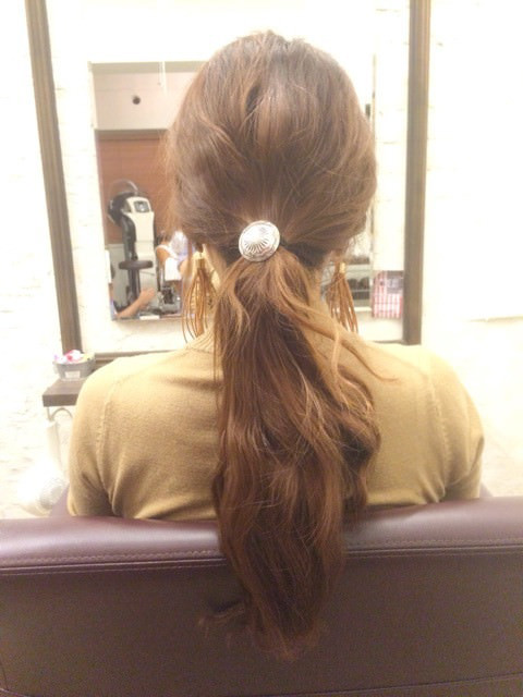 三つ編みをクルクルっと!夏にピッタリのまとめ髪アレンジ1