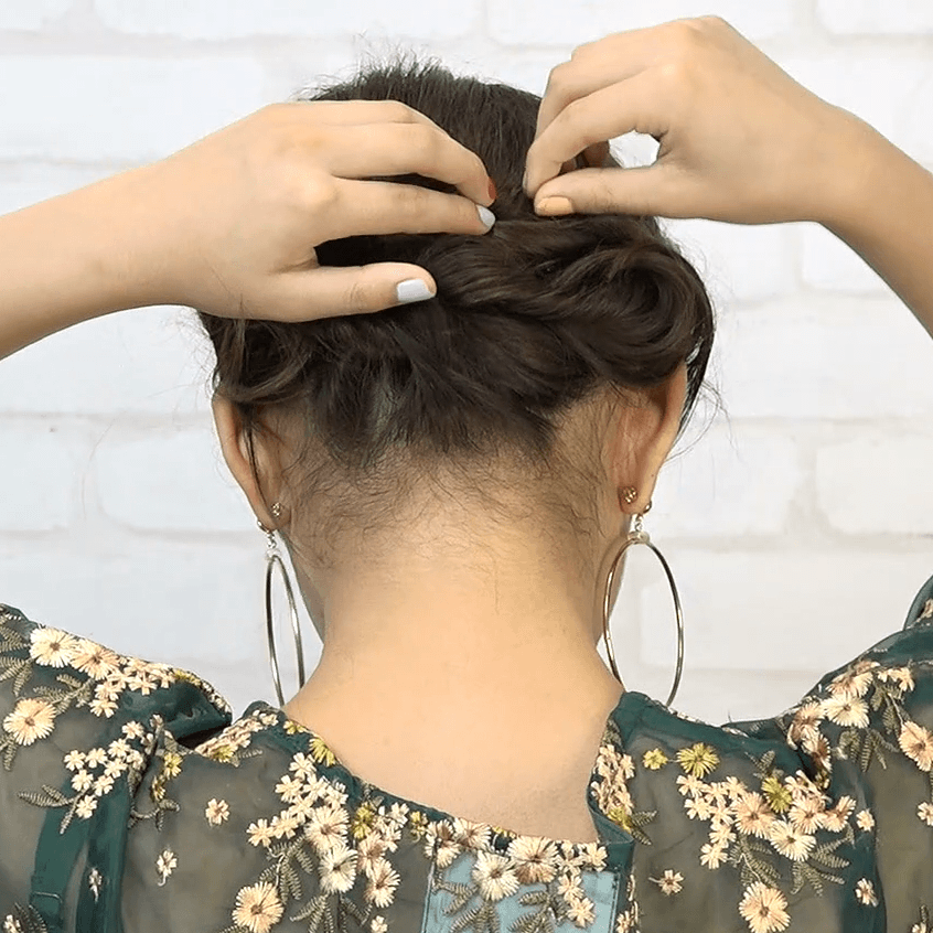 編み込み一切不要!ねじりだけで作れるまとめ髪5