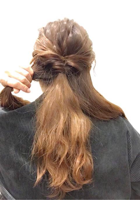 くるりんぱ&三つ編みで編み込み風ダウンアレンジ4