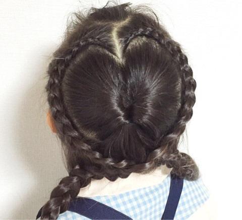 髪の毛でハートがつくれる!?編み込みアレンジtop