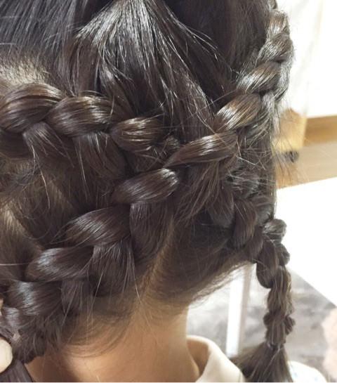 髪の毛でハートがつくれる!?編み込みアレンジ4