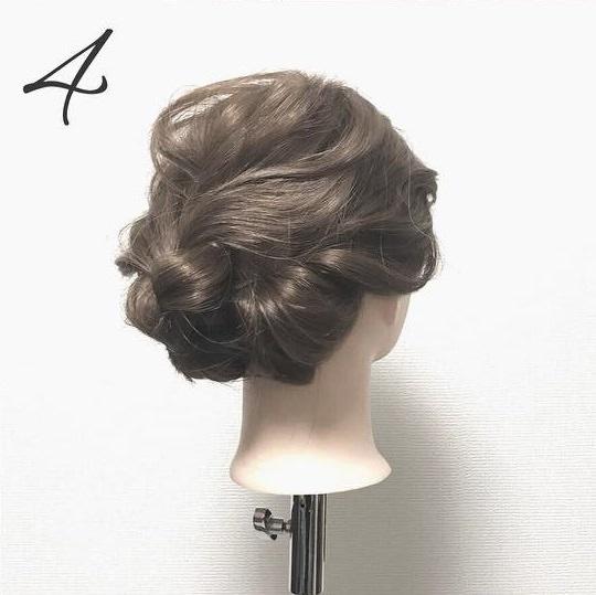 簡単なのに見た目複雑!三つ編みでできる上品まとめ髪4