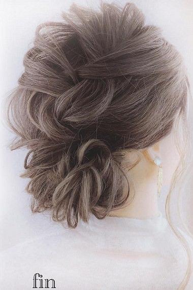 髪のボリュームがUPするふわふわシニヨン♪完成