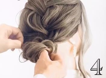 髪のボリュームがUPするふわふわシニヨン♪4