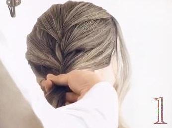 髪のボリュームがUPするふわふわシニヨン♪1