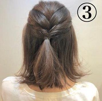 ショートヘアでも可愛くこなれ感が出せる◎三つ編みだけの簡単アレンジ3
