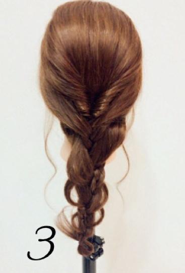 春に大活躍すること間違いなし♪くるりんぱ×三つ編みでつくるフェミニンなまとめ髪アレンジ3