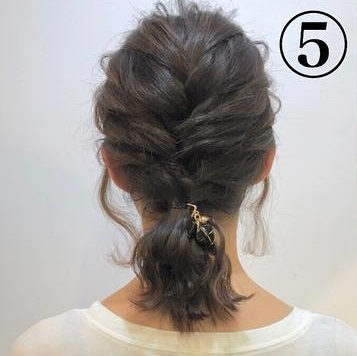ショートヘアでも可愛くこなれ感が出せる◎三つ編みだけの簡単アレンジ5