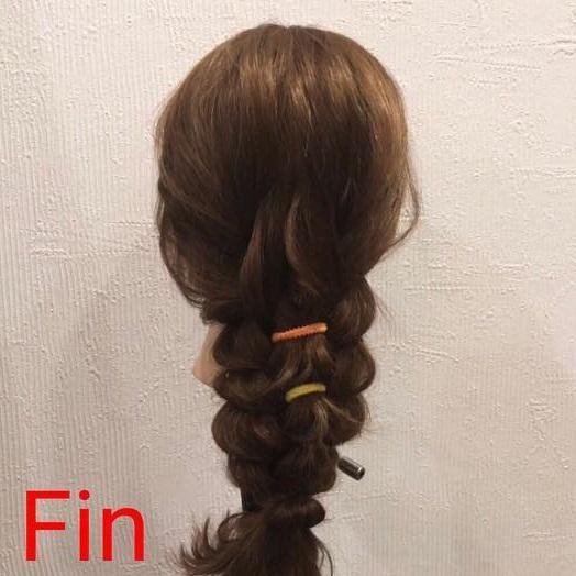 ポップなリングヘアバンドが映える☆簡単編み下ろしアレンジtop
