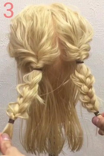 自慢したくなっちゃうくらいの可愛さ♡三つ編みで作るスッキリまとめ髪アレンジ3