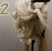 みんなに注目されちゃう♡エレガントな服にも似合う華やかなまとめ髪アレンジ2