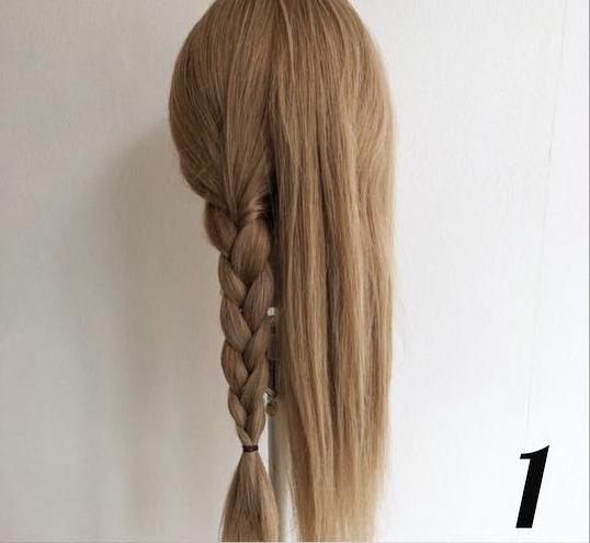 三つ編みだけで簡単こなれヘア1