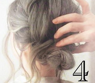 後れ毛で小顔効果◎三つ編みとくるりんぱで作るお呼ばれシニヨンアレンジ♡4