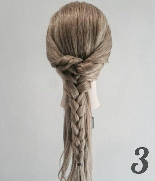 ほぐし方がポイント!三つ編みだけでもこなれ感が出せるダウンスタイル3