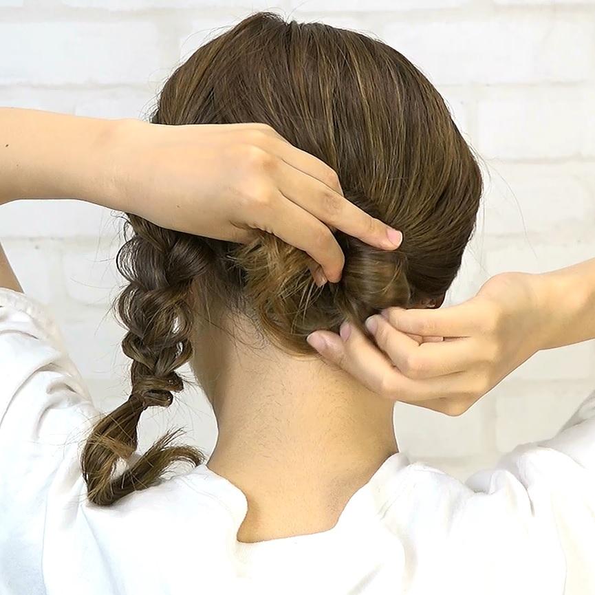 後れ毛が可愛い♡小顔に見える華やかシニヨン3