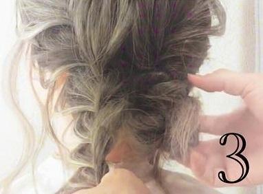 後れ毛で小顔効果◎三つ編みとくるりんぱで作るお呼ばれシニヨンアレンジ♡3