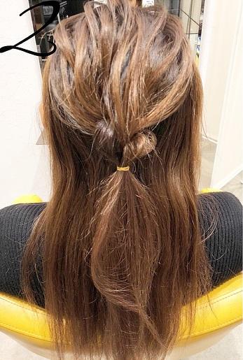 巻き髪との相性抜群◎一工夫で一味違うハーフアップアレンジ2