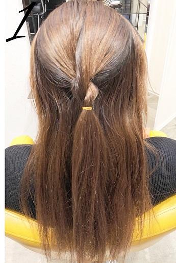 巻き髪との相性抜群◎一工夫で一味違うハーフアップアレンジ1