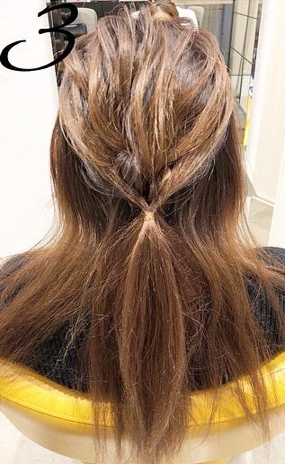巻き髪との相性抜群◎一工夫で一味違うハーフアップアレンジ3