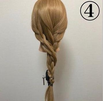 三つ編み二つでお姫様ヘアに♡簡単三つ編みヘアアレンジ4