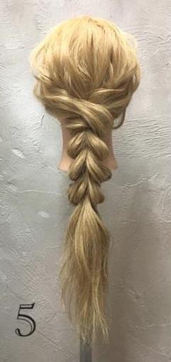 お姫様のような華やかさ♡大きな編み下ろしヘアアレンジ5
