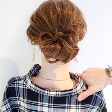 ヘアアクセサリーがなくても周りと差がつく◎髪でつくるリボンがキュートなまとめ髪アレンジtop
