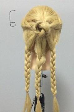 まるでバラ?!華やかでかわいい編みおろしアレンジ♡6