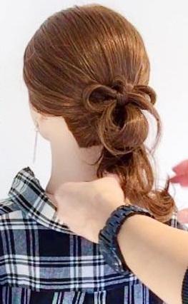 ヘアアクセサリーがなくても周りと差がつく◎髪でつくるリボンがキュートなまとめ髪アレンジ3