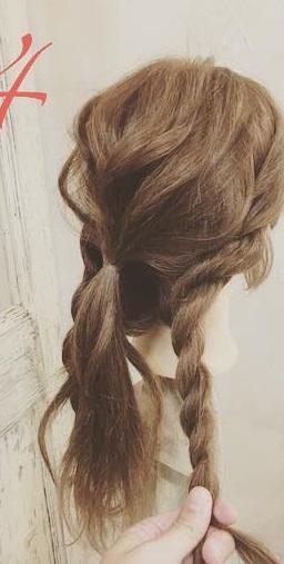 周りと差をつけられるヘアアクセサリー☆ヘアバトンにぴったりの編み下ろしアレンジ4