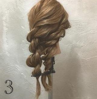 ゆるっと感がかわいい♡ガーリーな印象に仕上がる、ロープ編み込み×まとめ髪アレンジ3