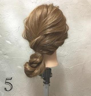 ゆるっと感がかわいい♡ガーリーな印象に仕上がる、ロープ編み込み×まとめ髪アレンジ5