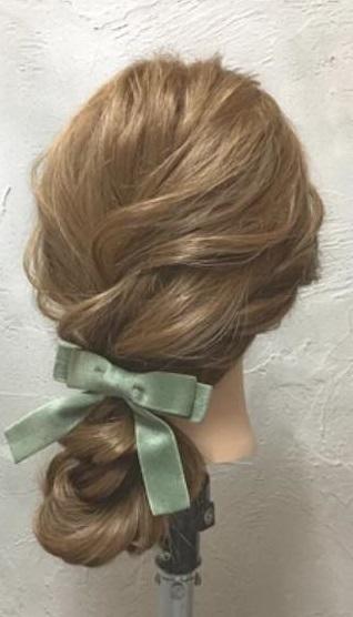 ゆるっと感がかわいい♡ガーリーな印象に仕上がる、ロープ編み込み×まとめ髪アレンジ6