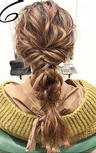 巻き髪でボリュームアップ☆カジュアルなのに華やかに決まるダウンスタイル6