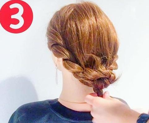 寒い冬でも可愛い後ろ姿に♡マフラーと相性抜群のまとめ髪アレンジ3