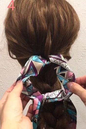 スカーフですっきりまとまる♪ピン不使用のまとめ髪アレンジ4