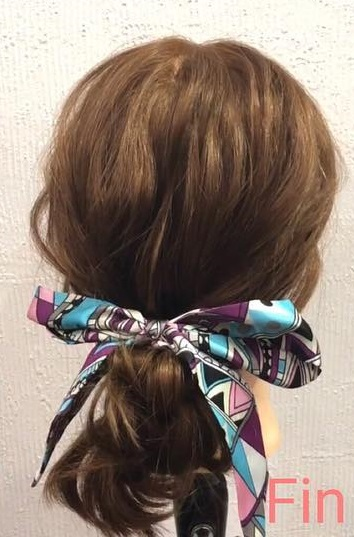スカーフですっきりまとまる♪ピン不使用のまとめ髪アレンジTOP